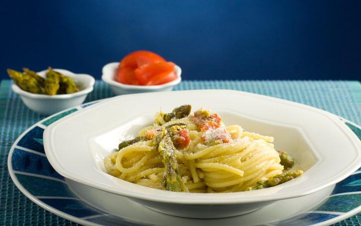 Lemon-Pepper Pasta with Asparagus