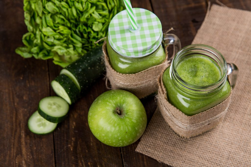 Apple, Avocado And Spinach Green Smoothie